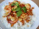 ข้อมูลโภชนาการ ใน ข้าวกุ้งทอดกระเทียมพริกไทย 1 จาน ให้พลังงานทั้งสิ้น เท่ากับ
