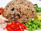 ข้อมูลโภชนาการ ใน ข้าวผัดหนำเลี้ยบหมูใส่ไข่ 1 จาน ให้พลังงานทั้งสิ้น เท่ากับ