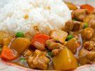 ข้อมูลโภชนาการ ใน ข้าวแกงกะหรี่ไก่ 1 จาน ให้พลังงานทั้งสิ้น เท่ากับ