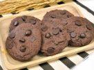 ข้อมูลโภชนาการ ใน คุ้กกี้ช็อกโกแลตชิป 1 ชิ้น ให้พลังงานทั้งสิ้น เท่ากับ