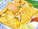 ข้อมูลโภชนาการ ใน ผัดไทยห่อไข่ 1 จาน ให้พลังงานทั้งสิ้น เท่ากับ