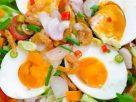 ข้อมูลโภชนาการ ใน ยำไข่ต้ม 1 ฟอง ให้พลังงานทั้งสิ้น เท่ากับ