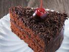 ข้อมูลโภชนาการ ใน เค้กช็อกโกแลต 1 ชิ้น ให้พลังงานทั้งสิ้น เท่ากับ