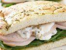 ข้อมูลโภชนาการ ใน แซนด์วิชไก่ 1 คู่ ให้พลังงานทั้งสิ้น เท่ากับ